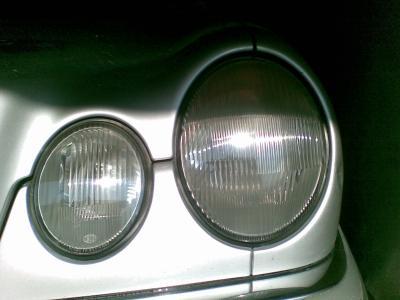 Regeneracja reflektorów Mercedes po polerowaniu
