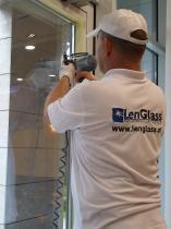 Do usuwania rys ze szkła stosujemy system  GForce™ firmy GlasWeld.