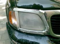 Ford Expedition - reflektor w trakcie naprawy