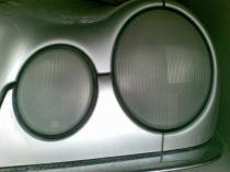 Regeneracja reflektorów Mercedes w trakcie regeneracji